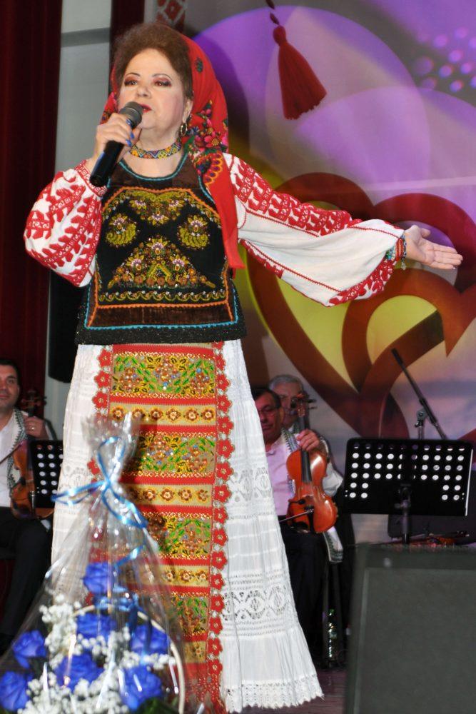 Saveta Bogdan este o indragita interpreta de muzica populara, ce a lansat numeroase piese si albume si si-a castigat un loc bine meritat in inimile fanilor. Repertoriul sau este unul bogat, continand doine, cantece de joc, de dor sau de nunta. Saveta Bogdan poate canta atat in Bucuresti, cat si in restul tarii.