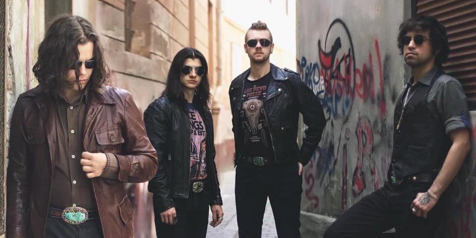 Bosquitoabordeaza un fusion de rock latin cu o gama larga de influente, de la muzica tiganeasca, balcanica, pana la elemente simfonice si de hard rock.