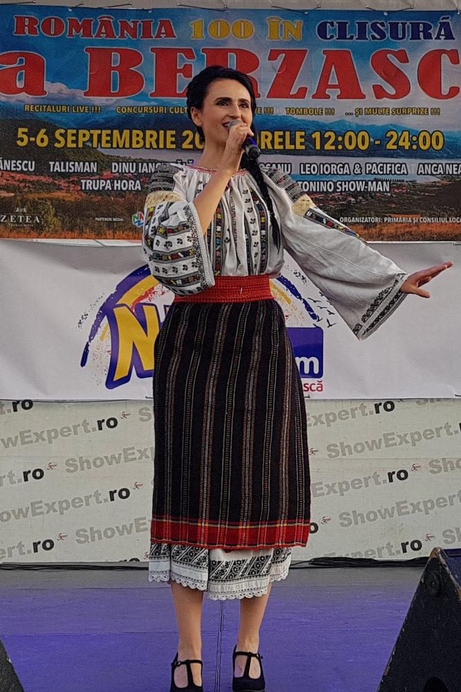 Felicia Gurau este o cantareata de muzica populara din zona moldovei. Avand un repertoriu bogat in muzica moldoveneasca, Felicia abordeaza cu placere si melodii din zona banatului, muzica de petrecere, muzica greceasca, machedoneasca sau tiganeasca.Prezenta sa pe scena este unicata datorita experientei sale teatrale, Felicia mentinand publicul activ cu usurinta pe toata durata programului muzical.