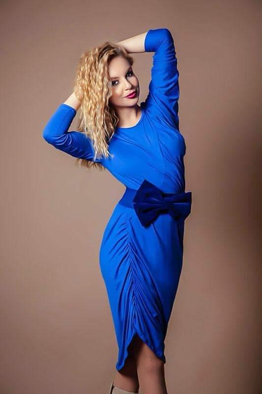 Eliza Georgescu este actrita si cantareata, imbinand actoria cu muzica si dansul. A jucat la teatrul Odeon incepand cu varsta de 7 ani sia colaborat cu teatre renumite precum Nottara, cu televiziuni pentru roluri de comedie in diferite proiecte precum: Trasnitii, Neam Legat, Divertis mall si a avut roluri in filme si seriale precum: Lectii de viata, Ces amours la.Eliza Georgescu a participat si la concursul X Factor, unde si-a facut simtita prezentasi a impresionat juratii. Genuri muzicale: Muzica Usoara Romaneasca, Muzica Usoara Internationala