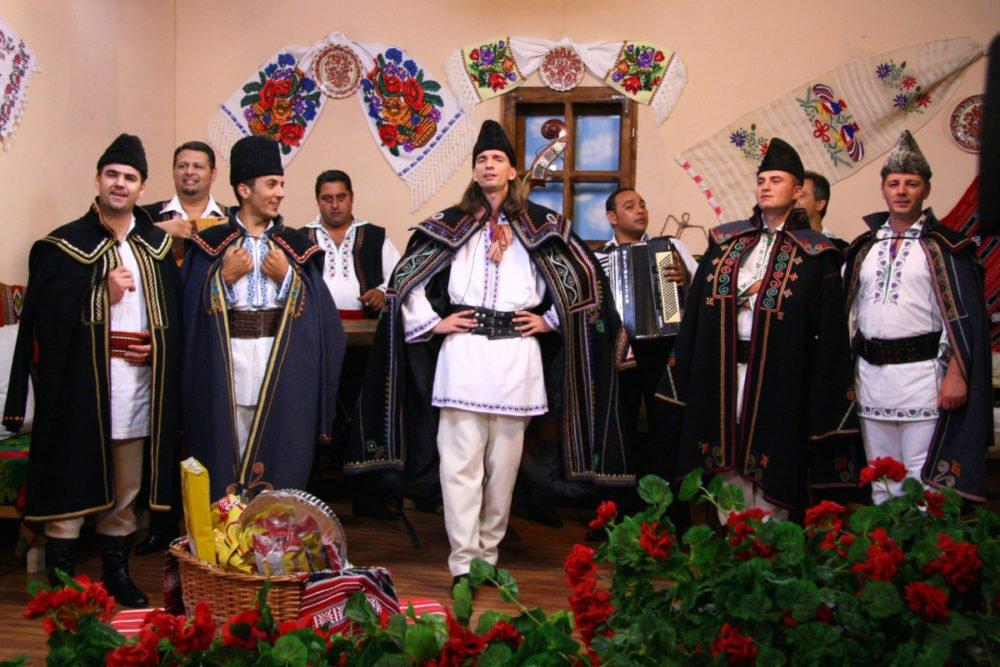 Florin Vasilica, fiul marelui solist Liviu Vasilica, mosteneste de la tatal sau atat talentul, cat si repertoriul grupului Teleormanul