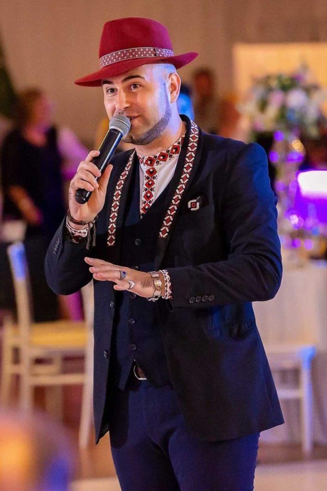 Daniel Trifu poate canta Muzica Populara, Lautareasca Veche, Hore, Sarbe, Ardeleneasca, Vals, Tango si multe altele in Bucuresti sau in restul tarii.