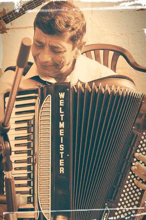 Ionel Tudorache - Cel mai bun solist de Muzica Lautareasca Veche poate canta impreuna cu formatia si colaboratorii: Muzica Lautareasca, Muzica Populara, Cover si alte genuri sau tematici solicitate de organizatori in Bucuresti sau in restul tariiIonel Tudorache si Orchestra, cu sau fara solisti colaboratori, pot asigura programe artistice cu o durata cuprinsa intre 1 si 12 ore, in functie de dorintele si bugetul organizatorului. Participam la spectacole cu bilete sau evenimente private/corporate. Asiguram tot suportul tehnic necesar (Sunet, Lumini, Scena, Ecrane LED etc)Genuri muzicale: Repertoriu propriu; Muzica Lautareasca Veche; Muzica populara romaneasca din toate zonele tarii; Muzica usoara romaneasca; Muzica usoara internationala; Covers etc